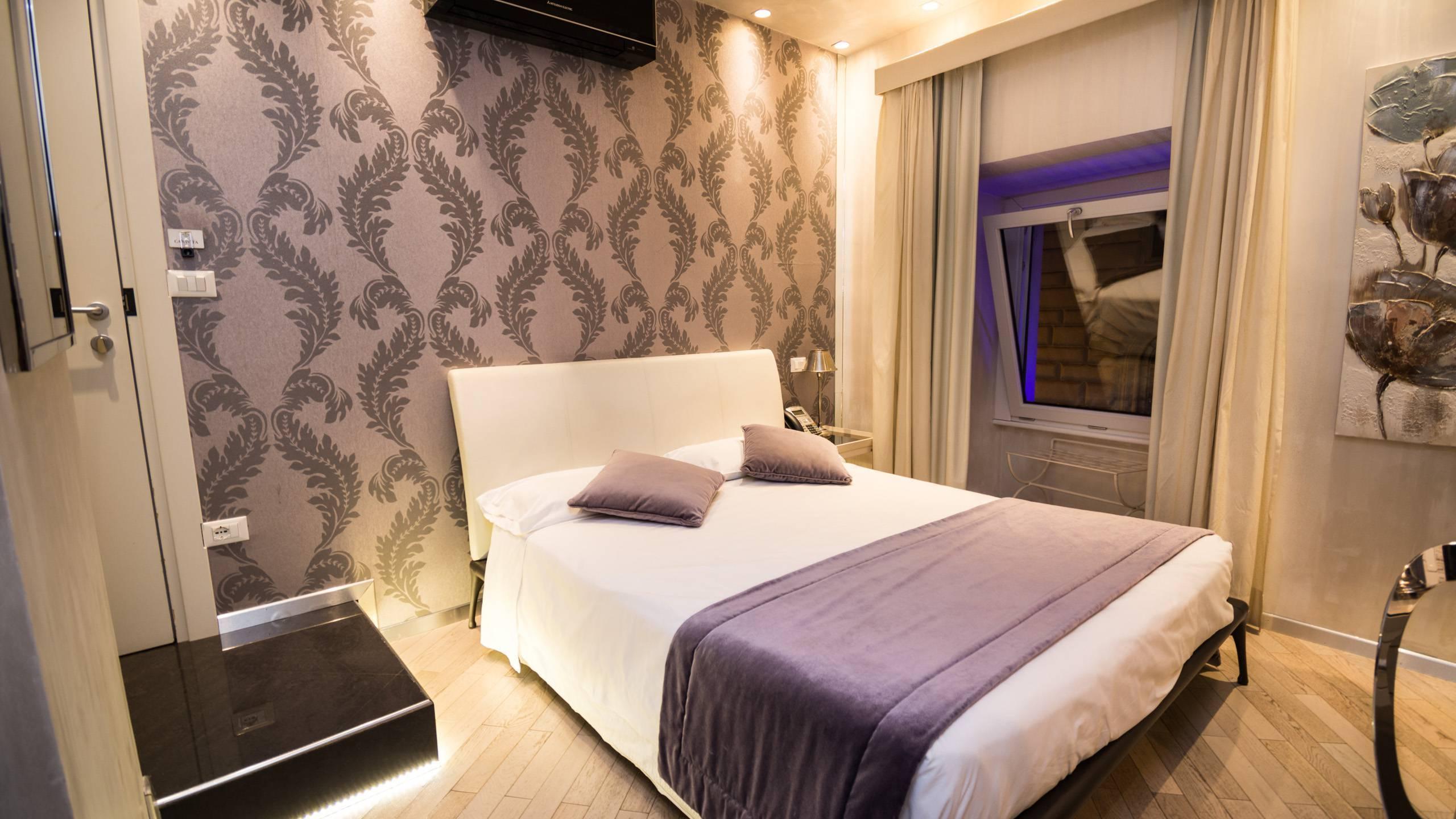 LBH-Hotel-Caravita-roma-camera-standard-8